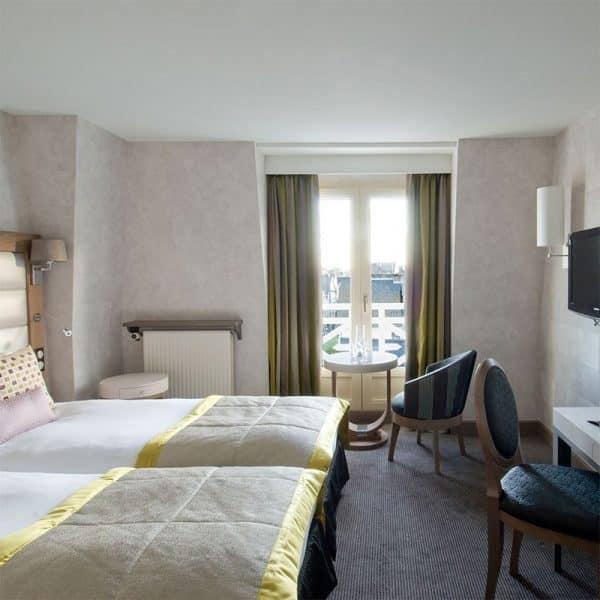 Une nuit au Grand Hôtel des Thermes*****, Menu Traditionnel et Parcours Aquatonic (2 personnes) 1