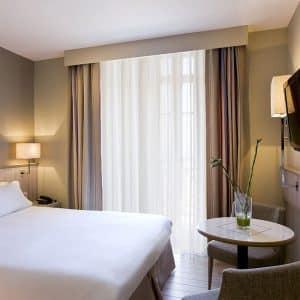Une nuit à l'Hôtel Antinéa*** et Modelage corps relaxant (2 personnes)