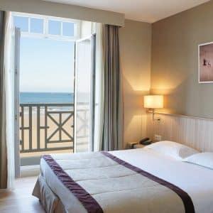 Une nuit vue sur mer à l'hôtel Antinéa*** et Dîner «Flibustier» (2 personnes)