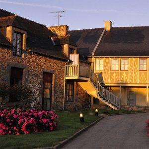Une nuit au Saint-Malo Golf Resort*** et accueil champagne (2 personnes)