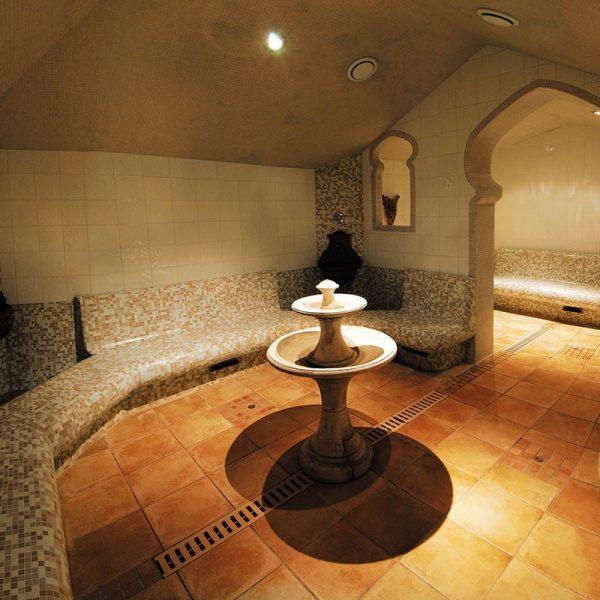 Une nuit au Grand Hôtel des Thermes ***** et Parcours Aquatonic (2 personnes) 4