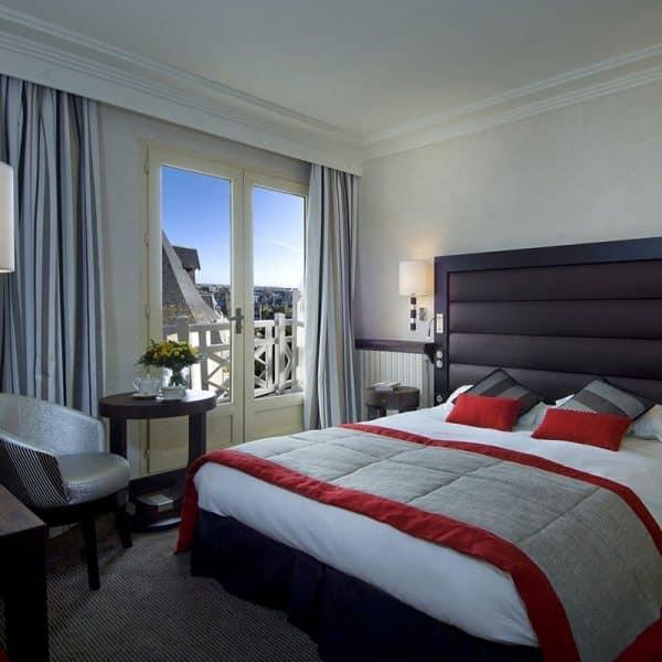 Une nuit au Grand Hôtel des Thermes*****, Menu Traditionnel et Parcours Aquatonic (2 personnes) 3